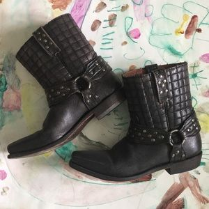 Shoes - American Rebel quilted leather cowboy booties
